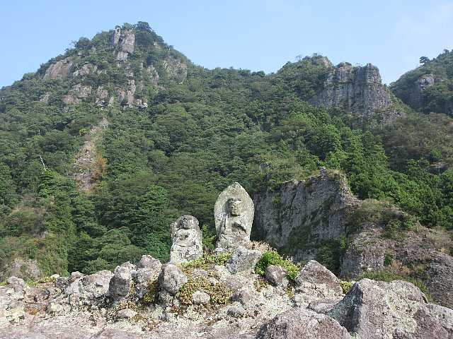 IMG4854JPG石仏と岩峰