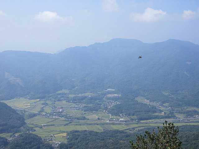 IMG4895JPG東展望台より遠望日豊本線の列車が
