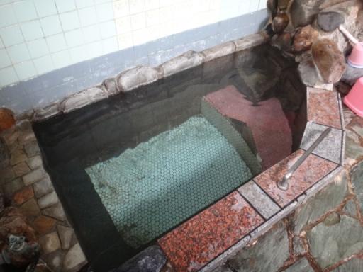 共同源泉浴槽
