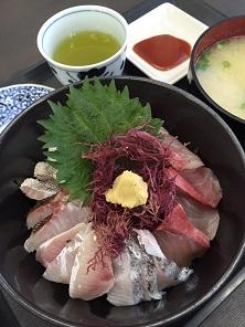 海鮮丼大。