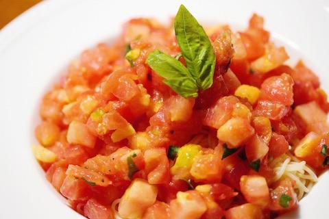 トマトとバジルの方が多い冷製パスタ