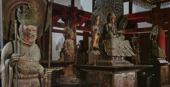 法隆寺金堂の内陣