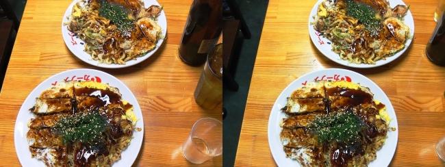 お好み焼き「よっちゃん」スペシャルうどん・牡蠣入りそば(交差法)