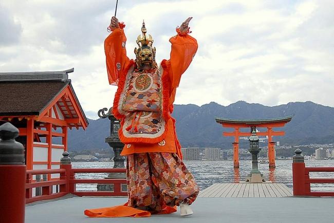 厳島神社の舞楽 陵王
