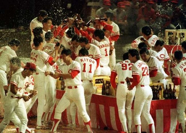 カープ25年前1991年優勝のビールかけ2