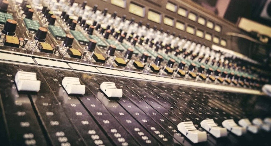 music_70s_mixer1.jpg