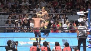 近藤はラリアート狙いでロープに走ると、
