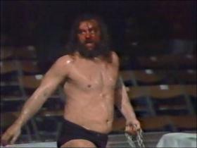 おびただしい流血でリングをあとにするブロディ
