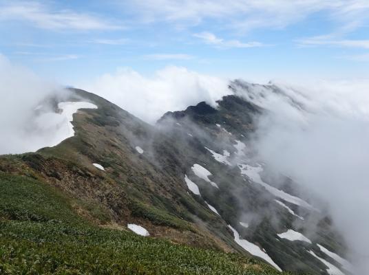 茂倉からの谷川への稜線