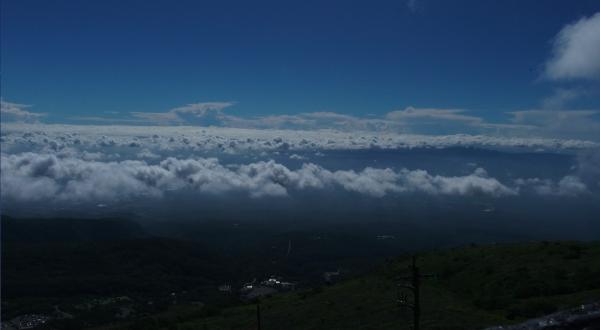 雲海を下に
