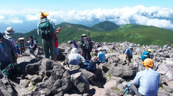 茶臼岳頂上で