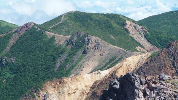 稜線を行く登山者