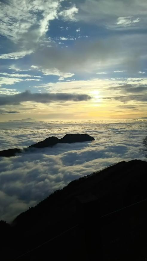 雲海の朝、陽が昇る