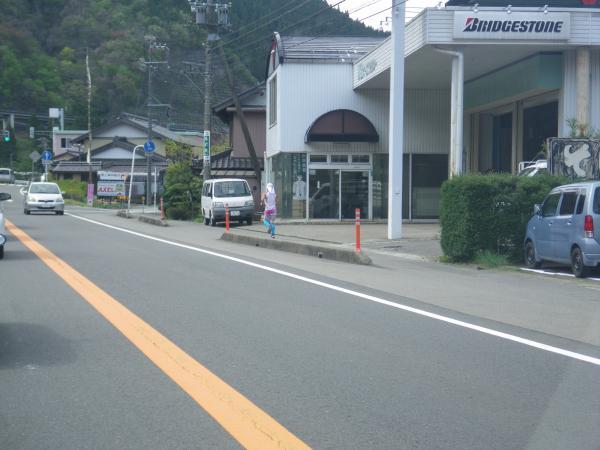八幡町を走るランナー