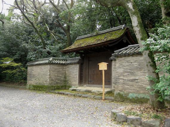 孫若御子神社・清雪門06