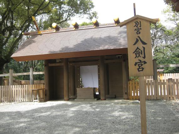 別宮八剣宮・太郎庵椿02