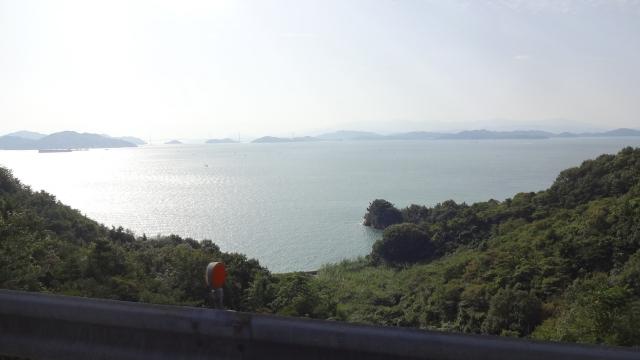 遠くに来島海峡大橋