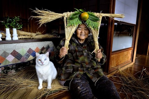 9w grandmother-and-cat-miyoko-ihara-fukumaru-15