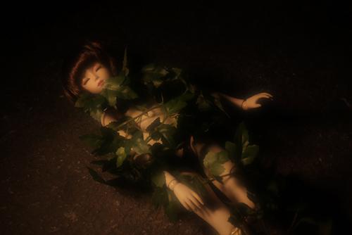 PARABOX、47グレーテルの閉眼ヘッドをメイクした、眠る乙女、葉子。素肌に蔦の葉を絡ませて、永遠に眠る少女になりました。