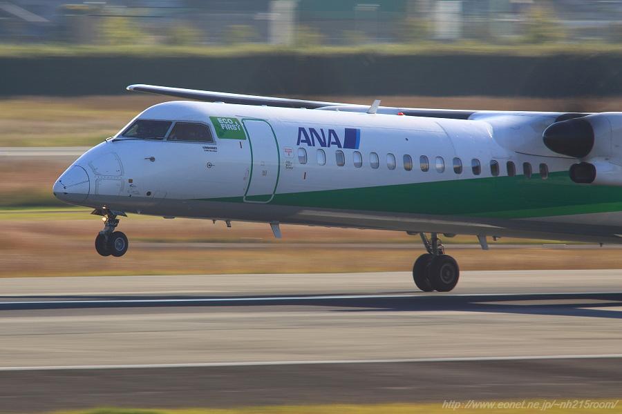 ANA WINGS DHC-8-402Q / JA858A@伊丹スカイパーク中央駐車場付近