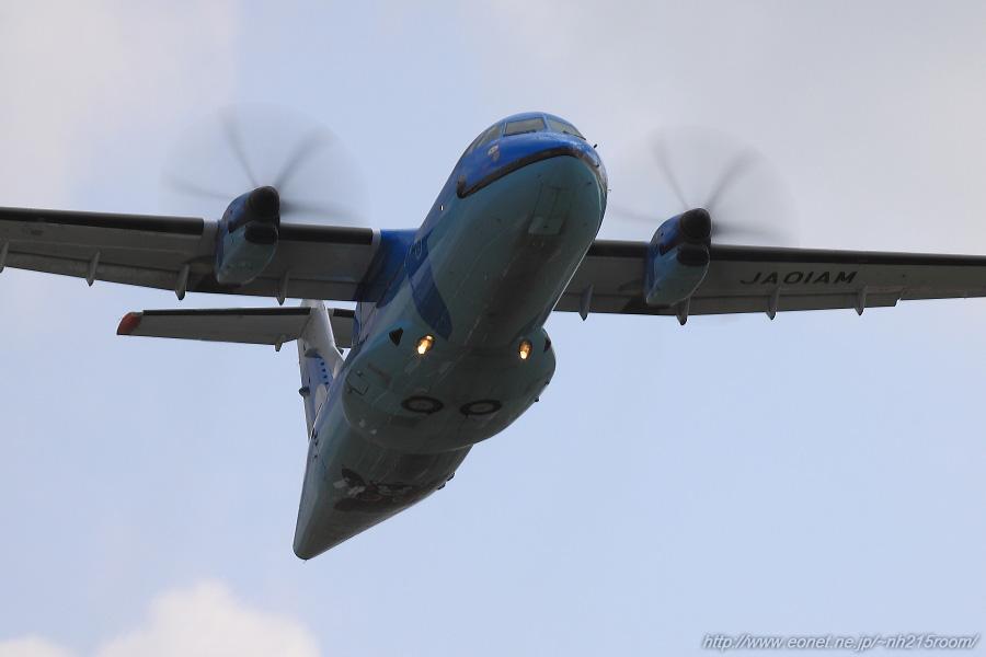 AMX ATR-42-600 / JA01AM@RWY14Lエンド・エアフロントオアシス下河原沿道