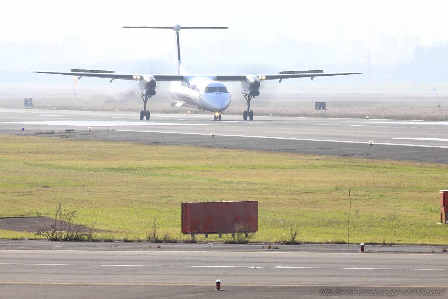 ANA WINGS DHC-8-402Q / JA461A@RWY14Lエンド・エアフロントオアシス下河原沿道