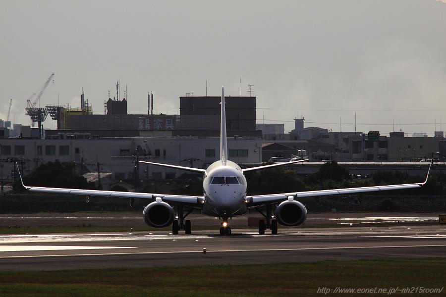 J-AIR ERJ-190STD / JA243J@伊丹スカイパーク南駐車場