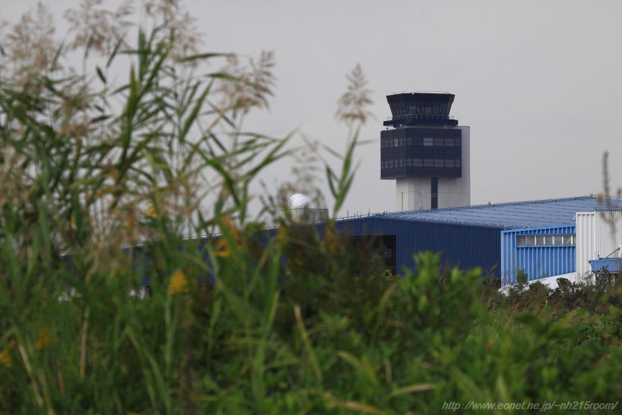 秋のITMタワーが見える場所@RWY32Rエンド・東水門周辺