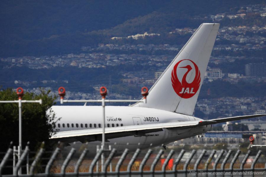 JAL B767-346ER / JA601J@RWY32Rエンド・東水門付近