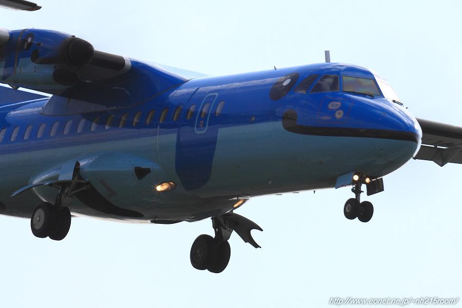 AMX ATR42-600 / JA01AM@RWY32Rエンド・東水門付近某所