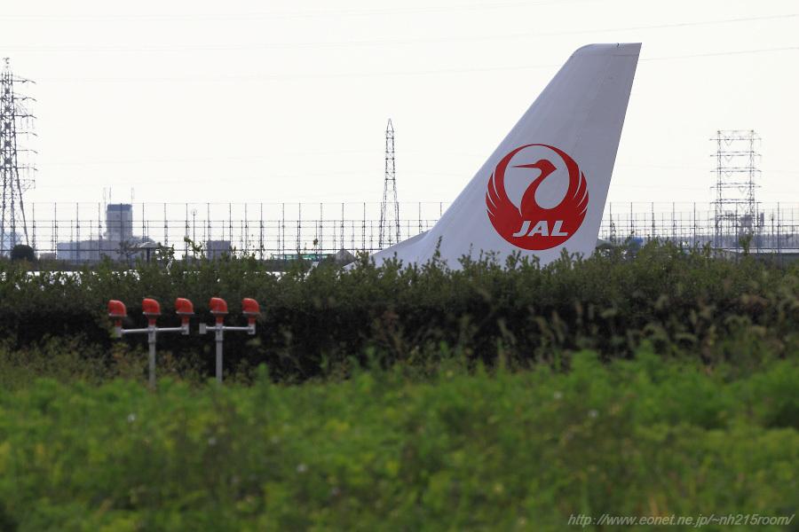 J-AIR ERJ-170STD / JA???J@RWY32Rエンド・東水門付近某所