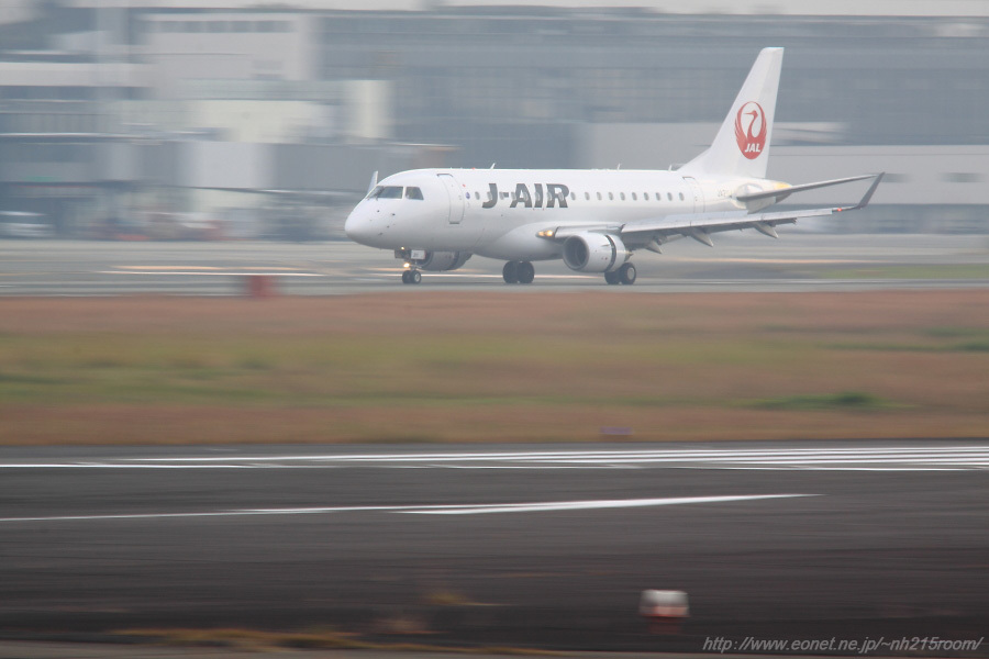 J-AIR ERJ-170STD / JA211J@RWY14Rエンド・猪名川土手
