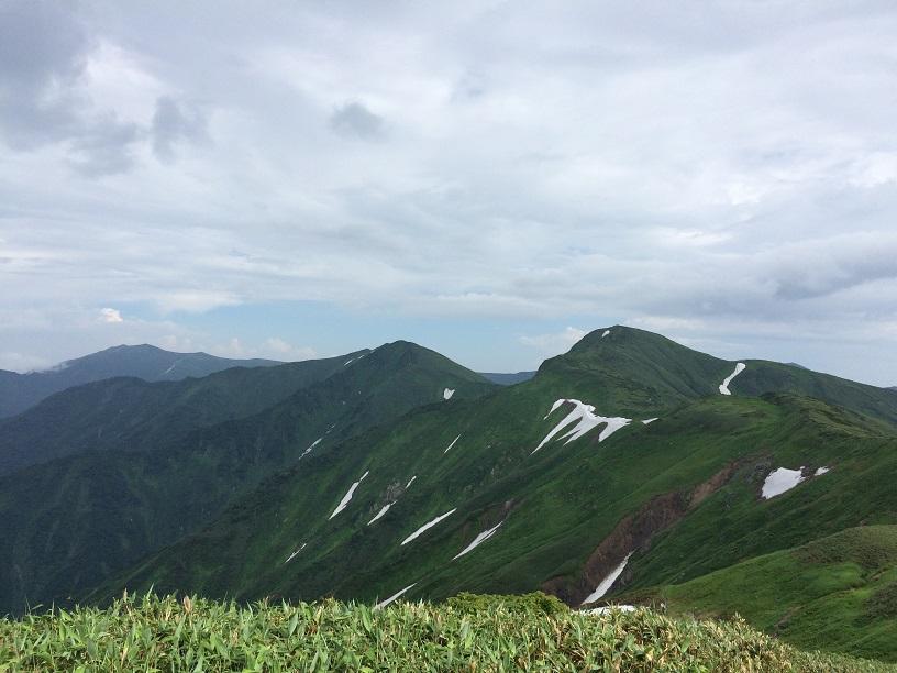 雨の北股岳