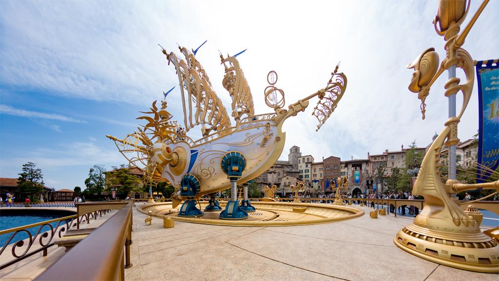 黄金の船ウィング・オブ・ウィッシュ号(Sea15周年モニュメント)