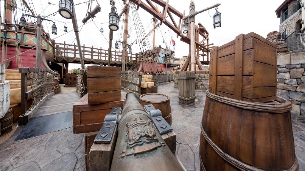 大砲とタラップ(ルネサンス号)