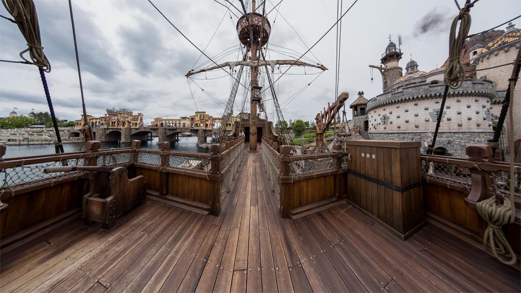 二階甲板の船首付近から(ルネサンス号)