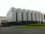 160710 (32)サントリー京都ビール工場_屋外タンク(遠景)
