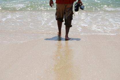 海へ ビーチ ひとり