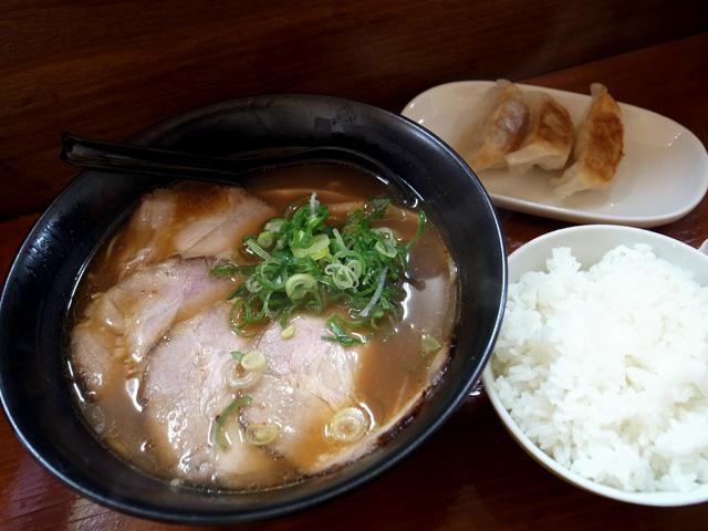 醤油ラーメン 餃子セット