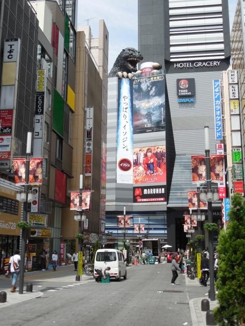 ゴジラ像@東京都新宿区