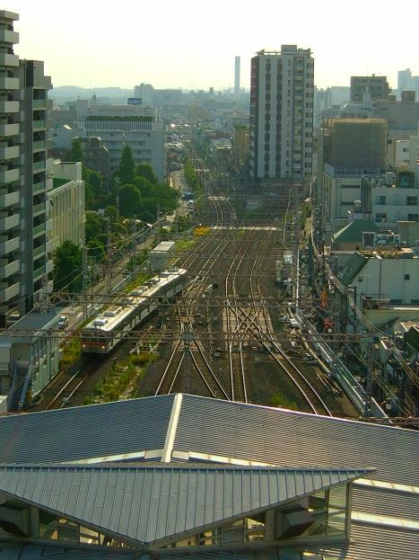 東急プラザ蒲田の屋上から見た東急多摩川線と東急池上線