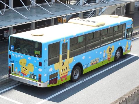 通りすがりに見かけたかなみんラッピングバス(街の風景バージョン)