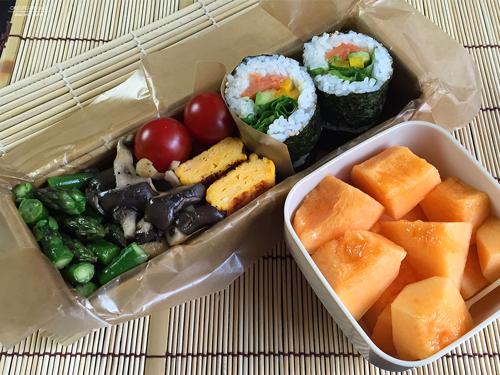 スモークサーモン&アボカド海苔巻き弁当01