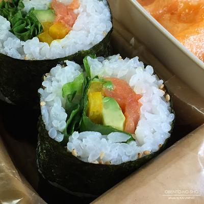 スモークサーモン&アボカド海苔巻き弁当02