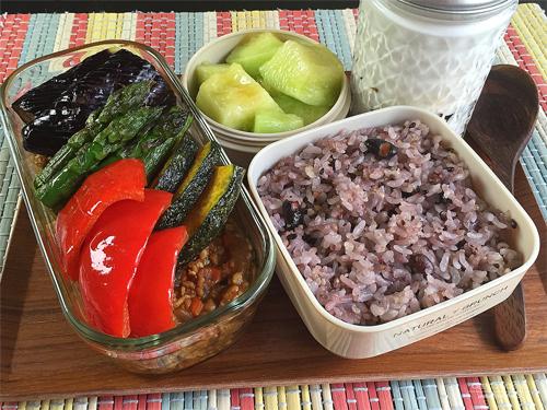 夏野菜のチキンキーマカレー弁当01