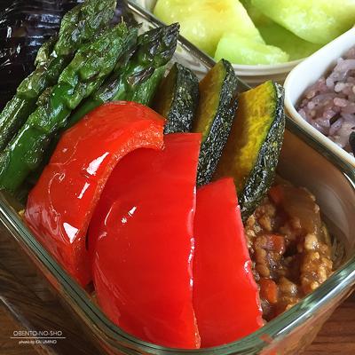 夏野菜のチキンキーマカレー弁当02