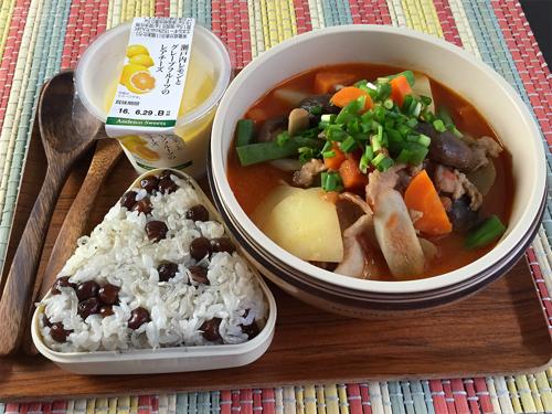 白味噌仕立てのトマト豚汁弁当01