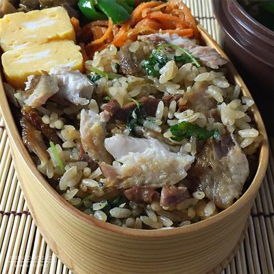 塩焼き秋刀魚の混ぜご飯弁当02