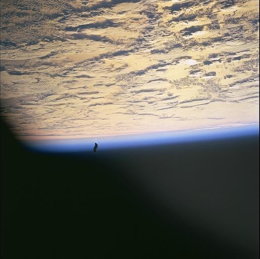 ブラックナイト衛星