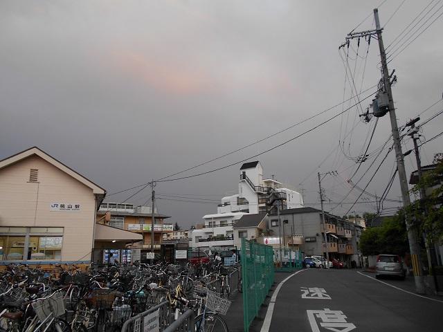 00 桃山駅と虹 02